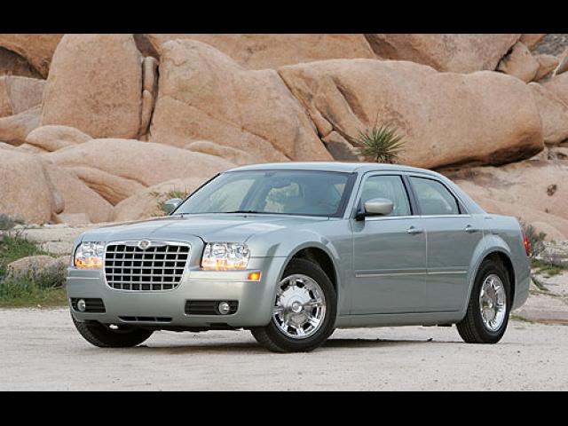 Junk 2006 Chrysler 300 in Temple City