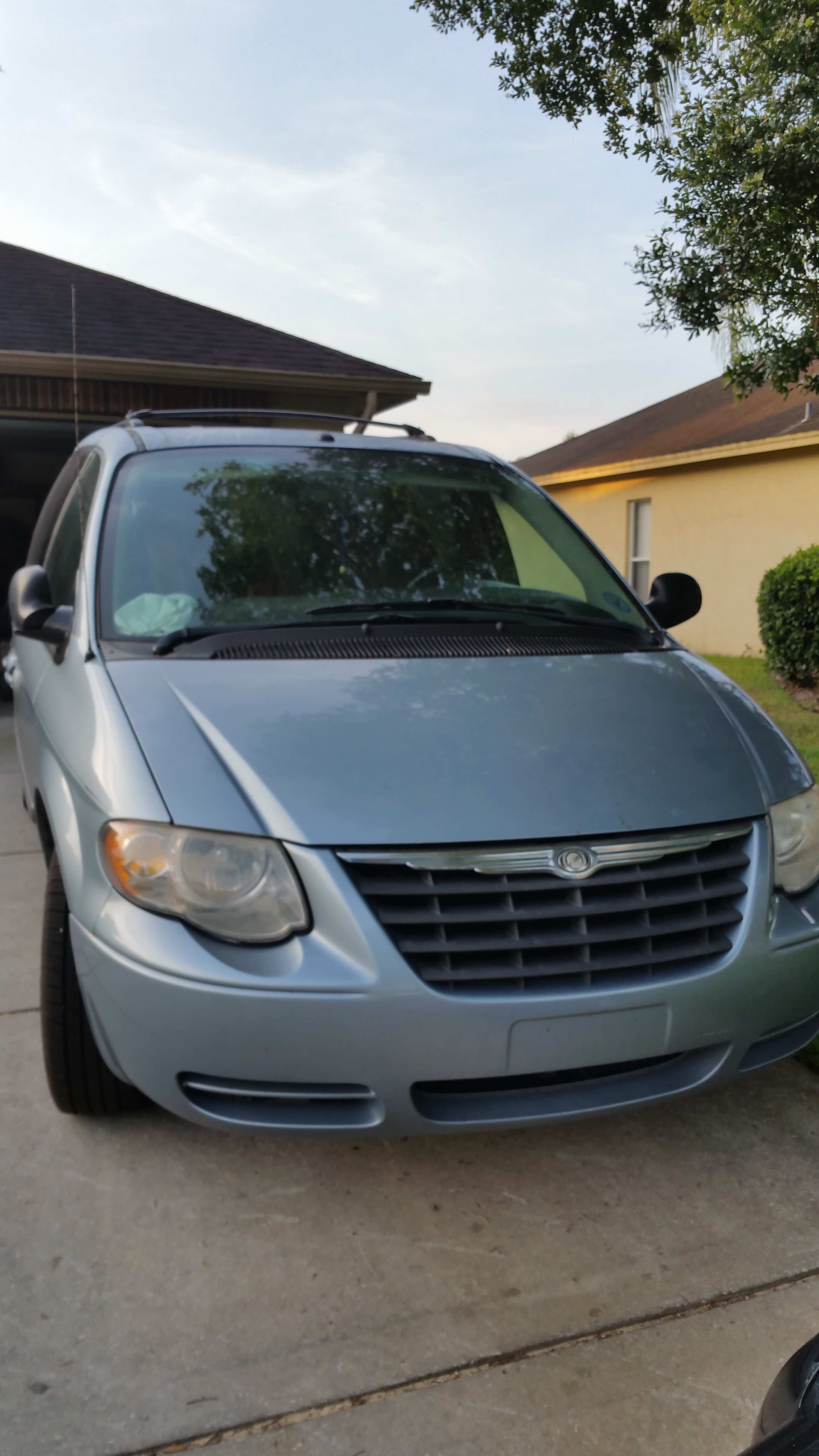 Junk 2006 Chrysler Town & Country in Lutz