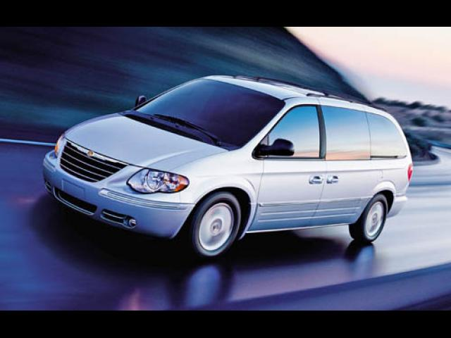 Junk 2006 Chrysler Town & Country in Westbury