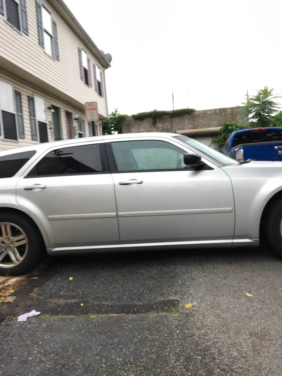 Junk 2006 Dodge Magnum in Wilmington