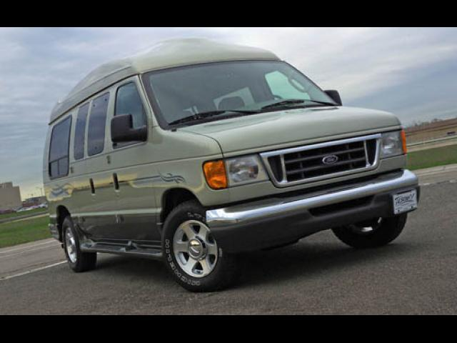 Junk 2006 Ford Econoline in Brentwood