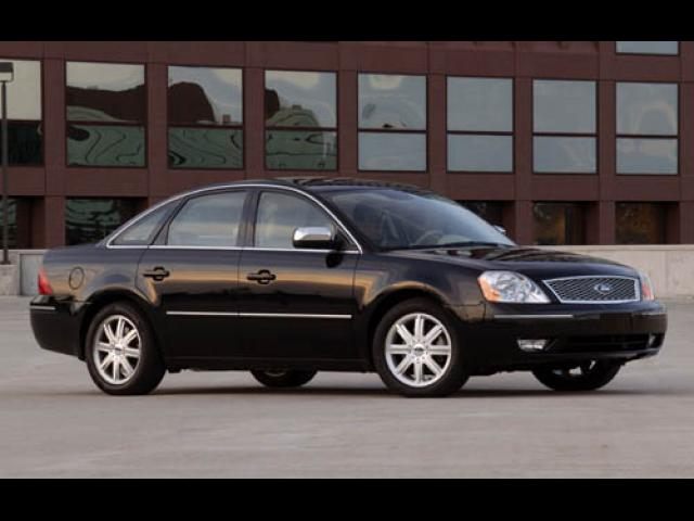 Junk 2006 Ford Five Hundred in Lake Forest