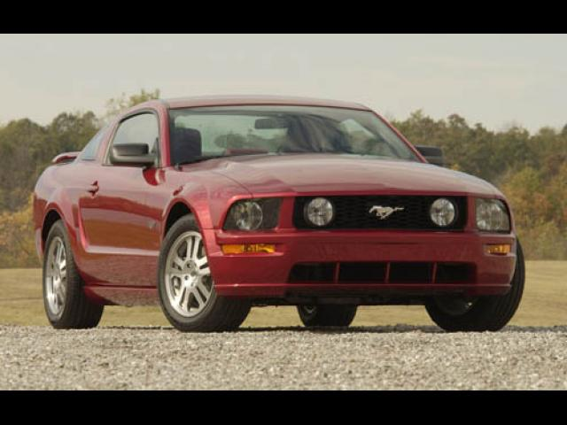 Junk 2006 Ford Mustang in Wilson