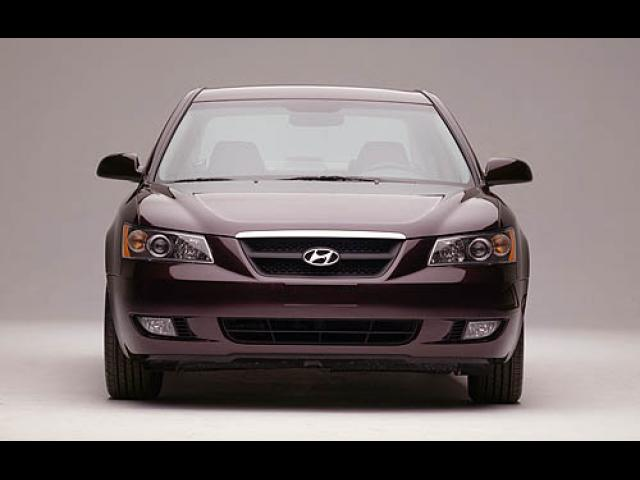 Junk 2006 Hyundai Sonata in Red Lion