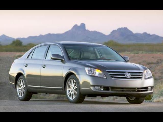 Junk 2006 Toyota Avalon in Land O Lakes