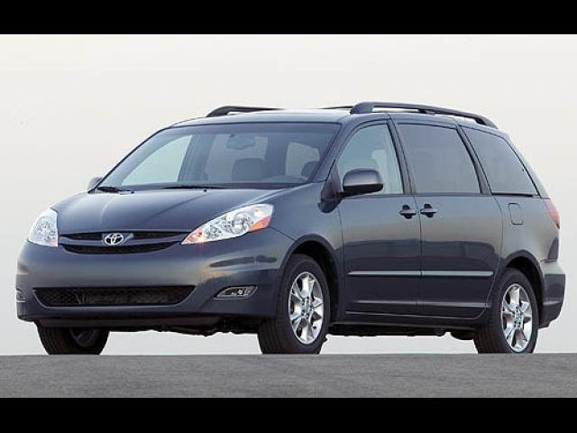 Junk 2006 Toyota Sienna in Rolling Meadows