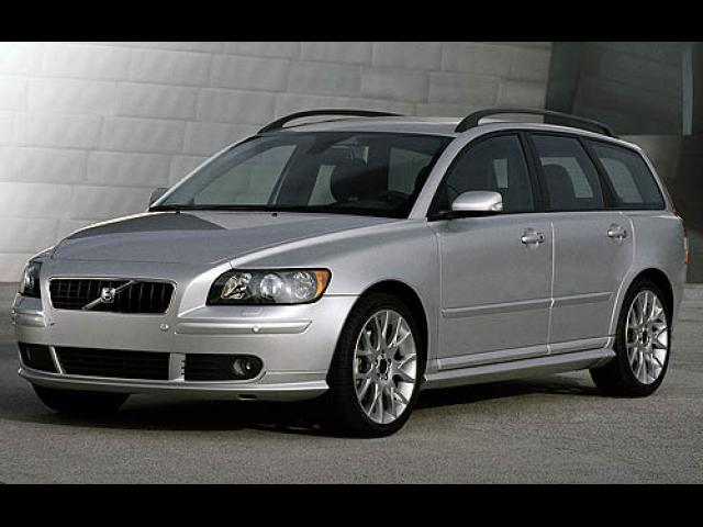 Junk 2006 Volvo V50 in Los Angeles