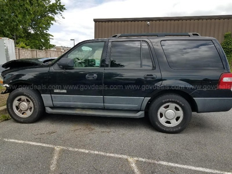 Junk 2007 Ford Expedition in Derwood