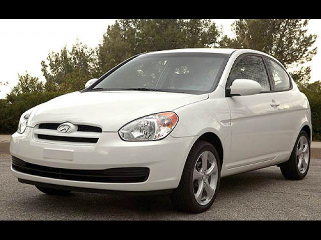 Junk 2007 Hyundai Accent in Hollywood