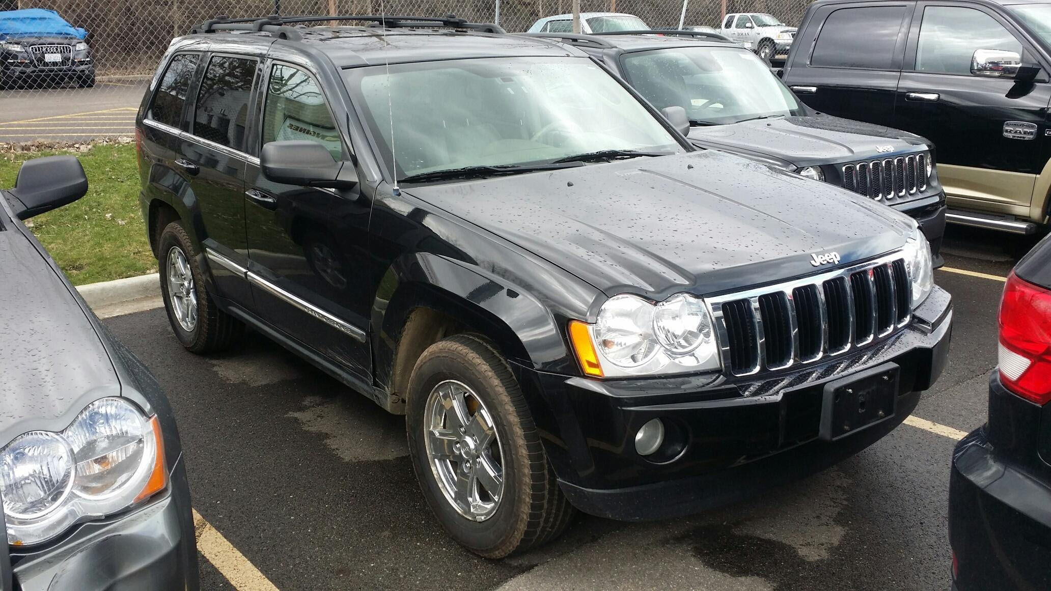 Junk 2007 Jeep Grand Cherokee in Glenview