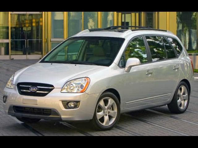 Junk 2007 Kia Rondo in Grosse Pointe