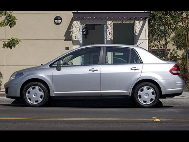Junk 2007 Nissan Versa in Edwards