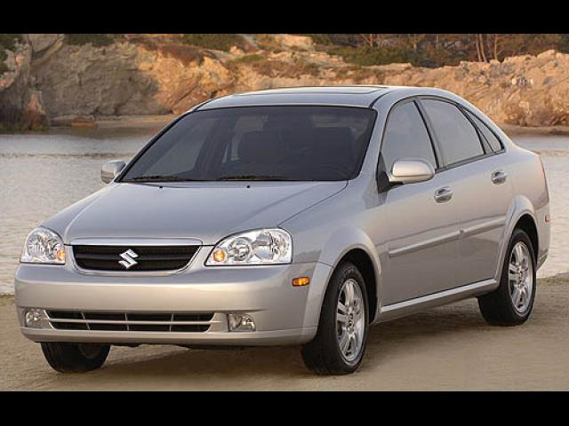Junk 2007 Suzuki Forenza in Center