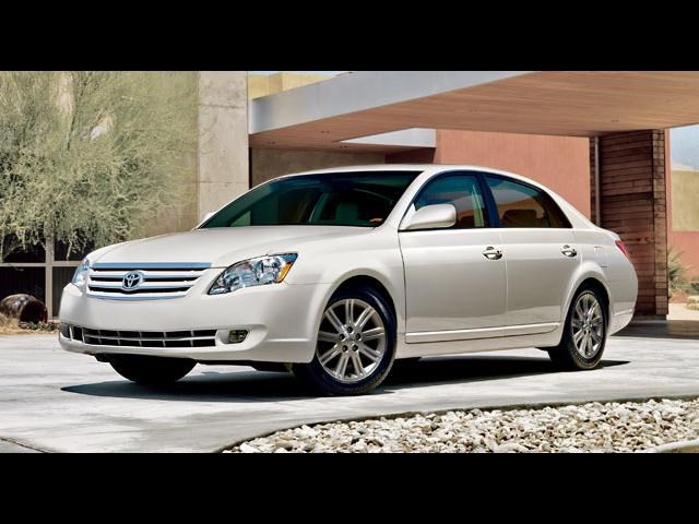 Junk 2007 Toyota Avalon in Saint Louis