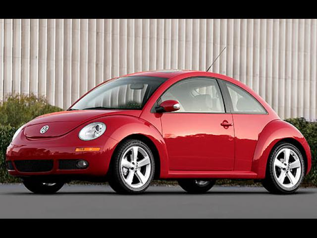 Junk 2007 Volkswagen Beetle in Denver