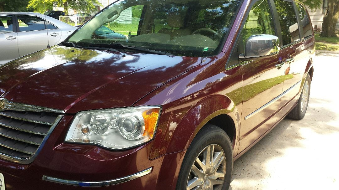 Junk 2008 Chrysler Town & Country in Independence
