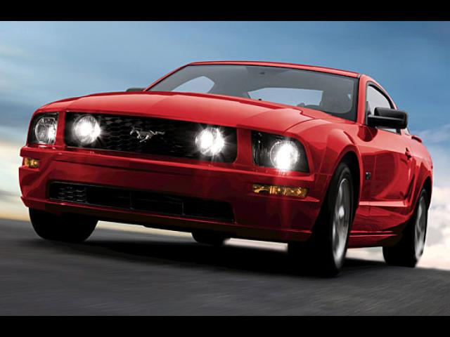 Junk 2008 Ford Mustang in Columbus