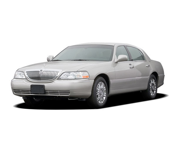 Junk 2008 Lincoln Town Car in San Diego