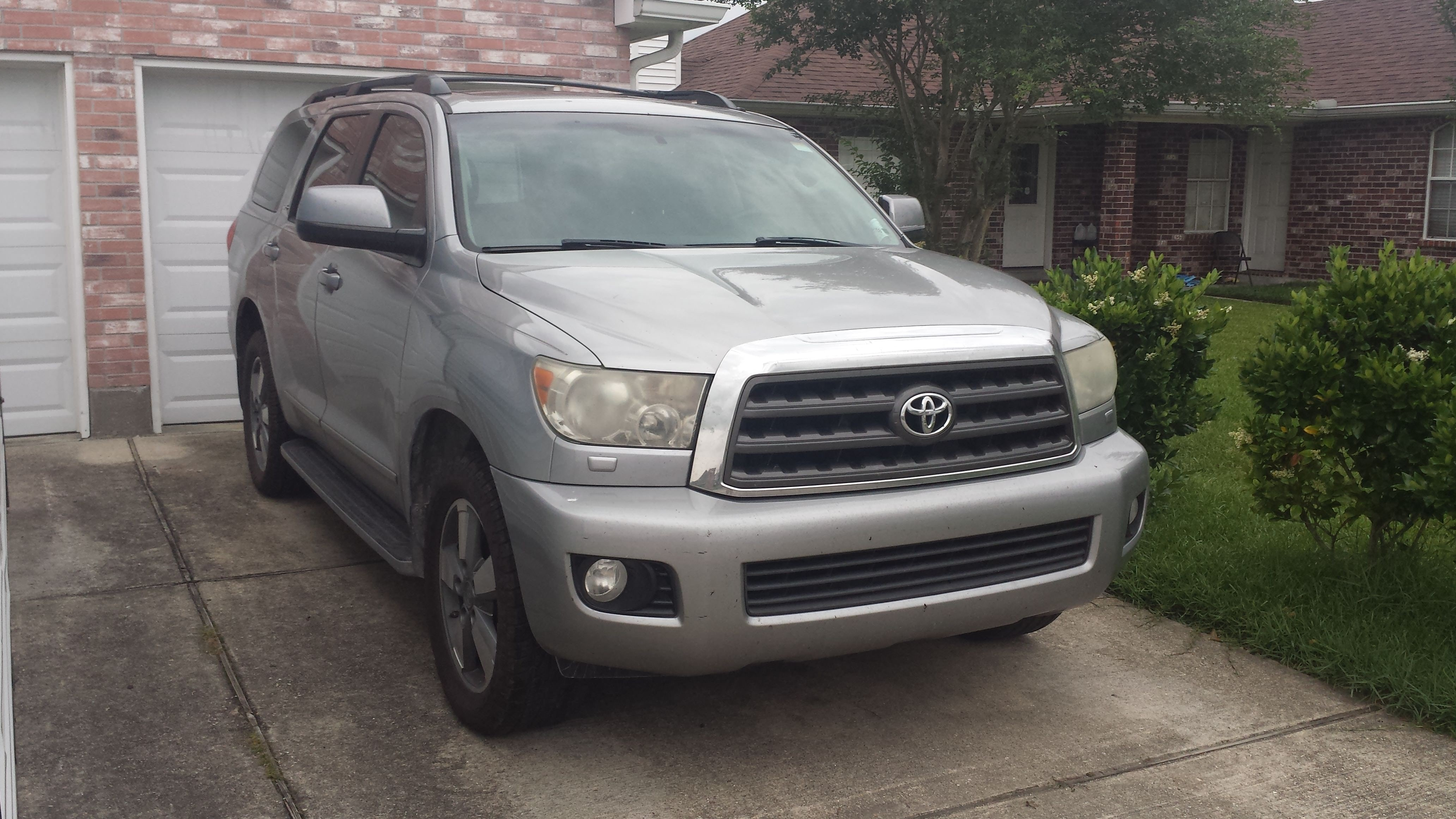 Junk 2008 Toyota Sequoia in La Place