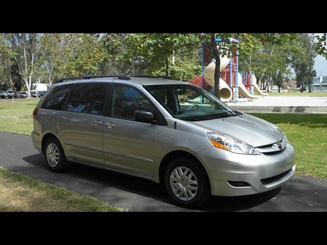Junk 2008 Toyota Sienna in Missouri City