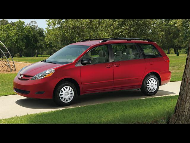 Junk 2008 Toyota Sienna in Rockport