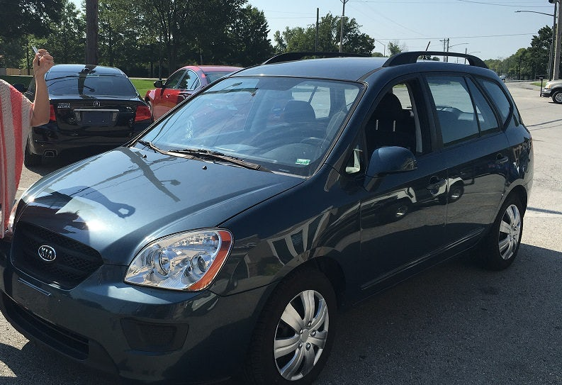 Junk 2009 Kia Rondo in Columbia