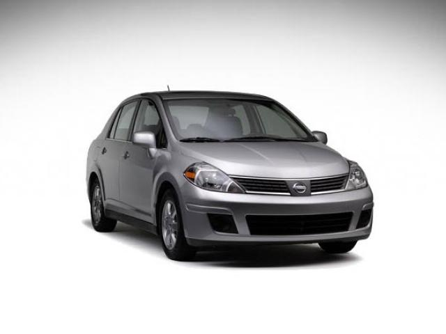 Junk 2009 Nissan Versa in Lawrence