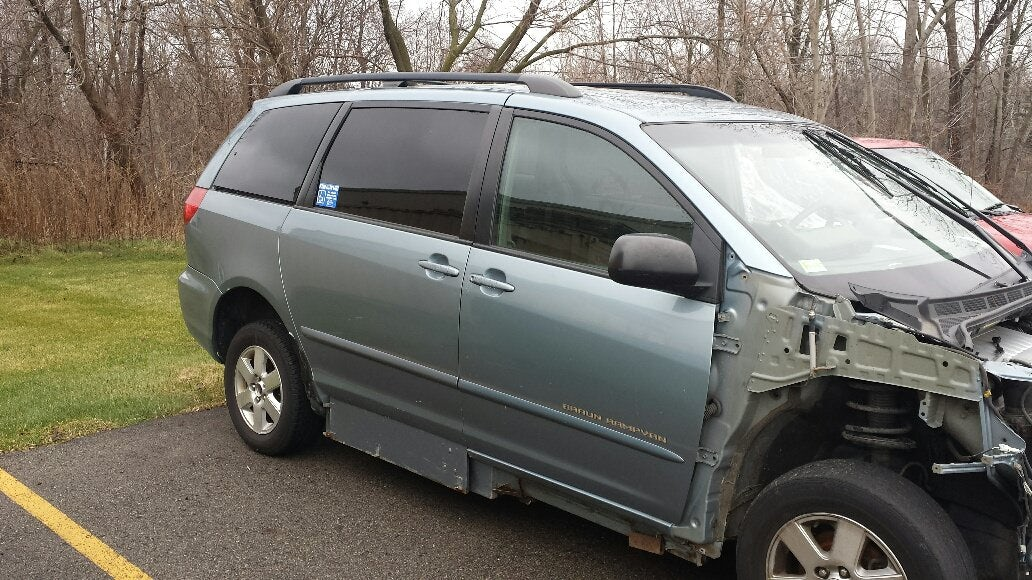 Junk 2009 Toyota Sienna in Grand Rapids