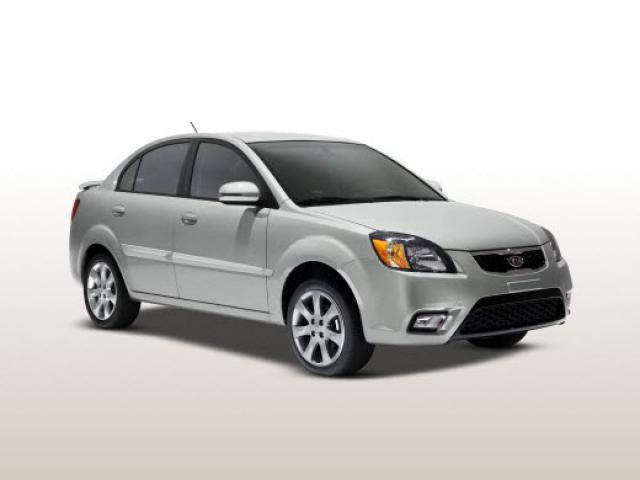 Junk 2010 Kia Rio in Milwaukee