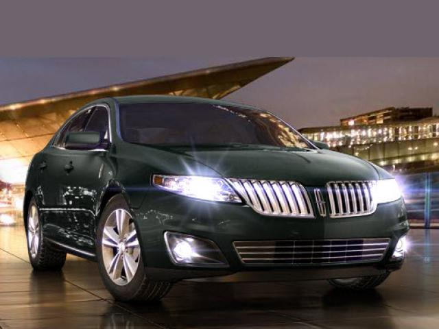 Junk 2010 Lincoln MKS in Saint Louis