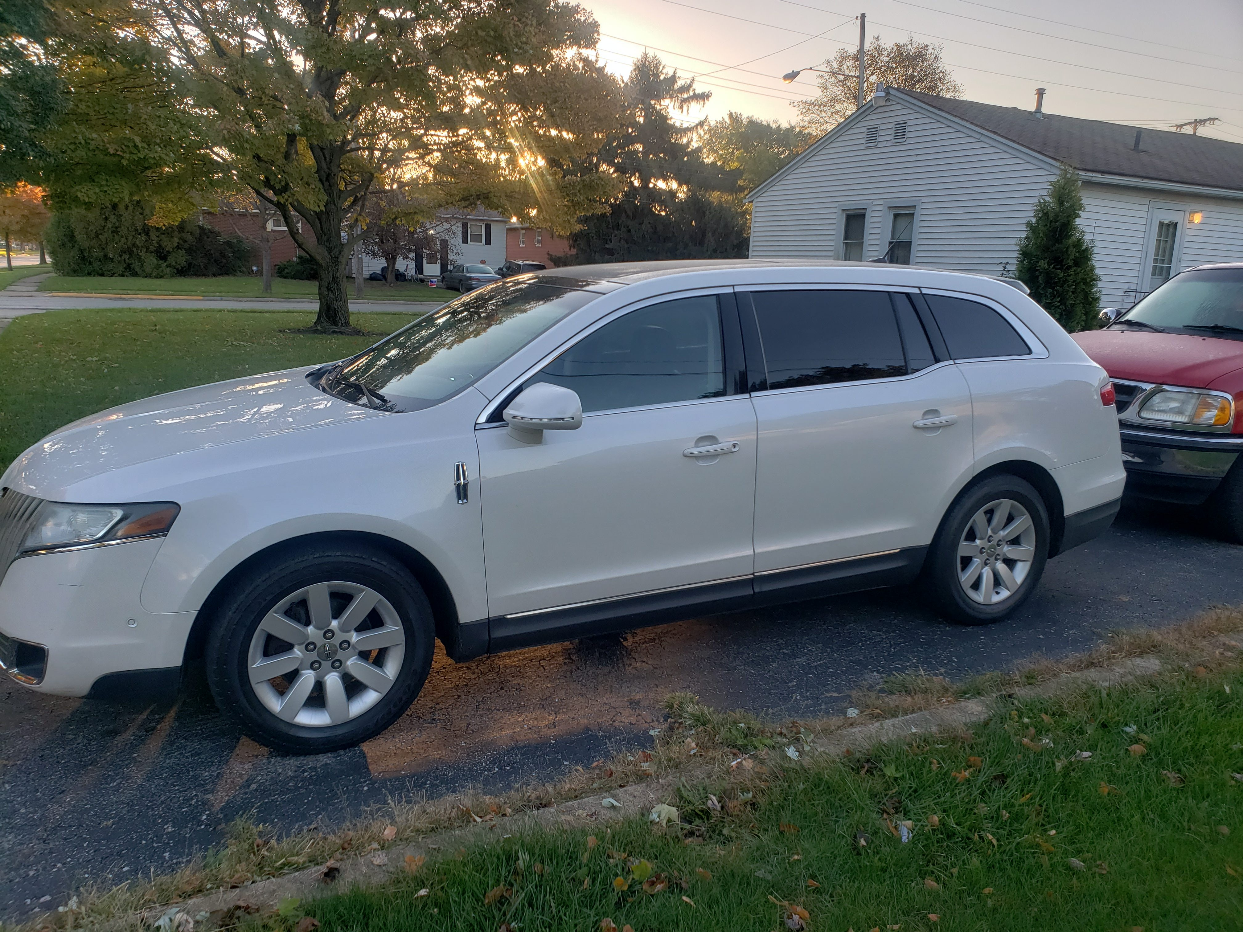 Junk 2010 Lincoln MKT in Sandusky