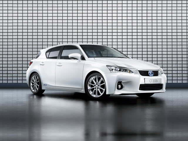 Junk 2011 Lexus CT in Montverde
