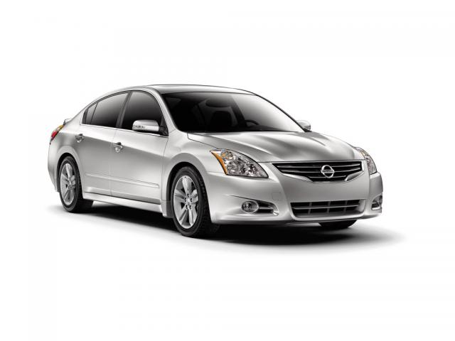 Junk 2011 Nissan Altima in Chicago
