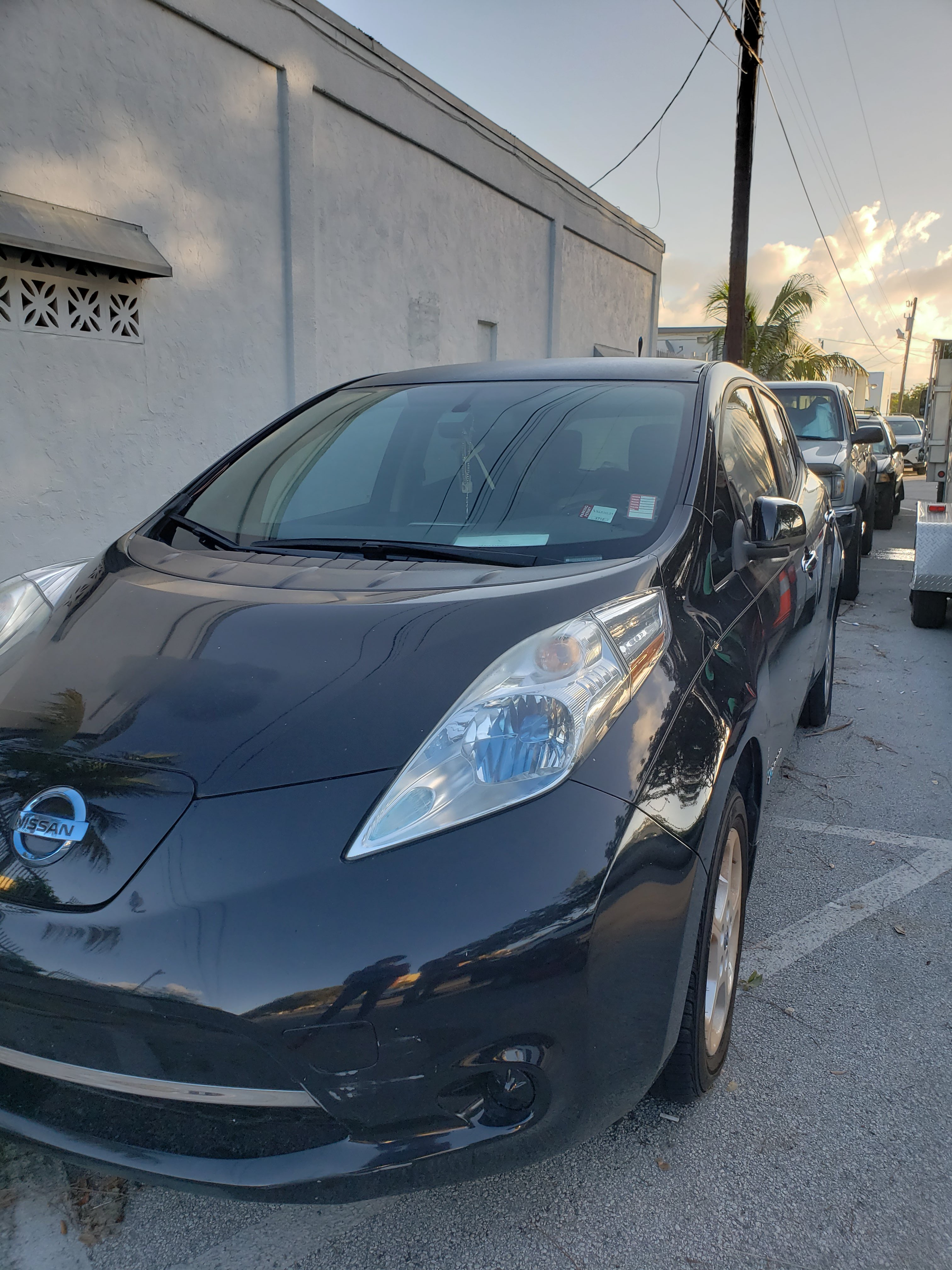 Junk 2013 Nissan Leaf in Miami
