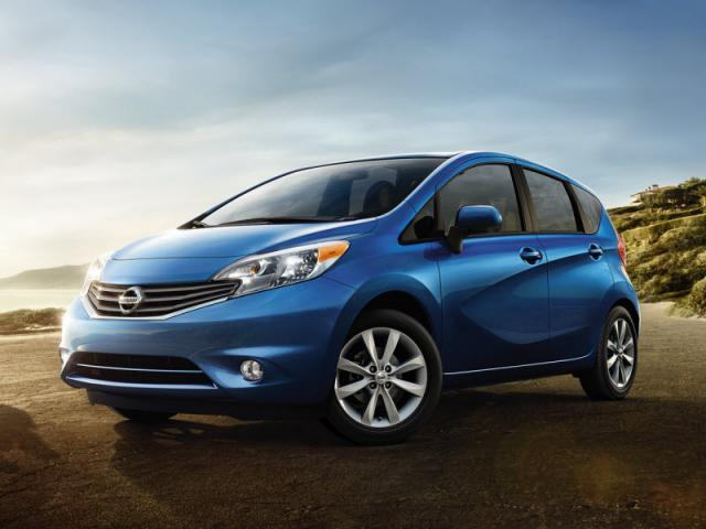Junk 2014 Nissan Versa Note in Oakland