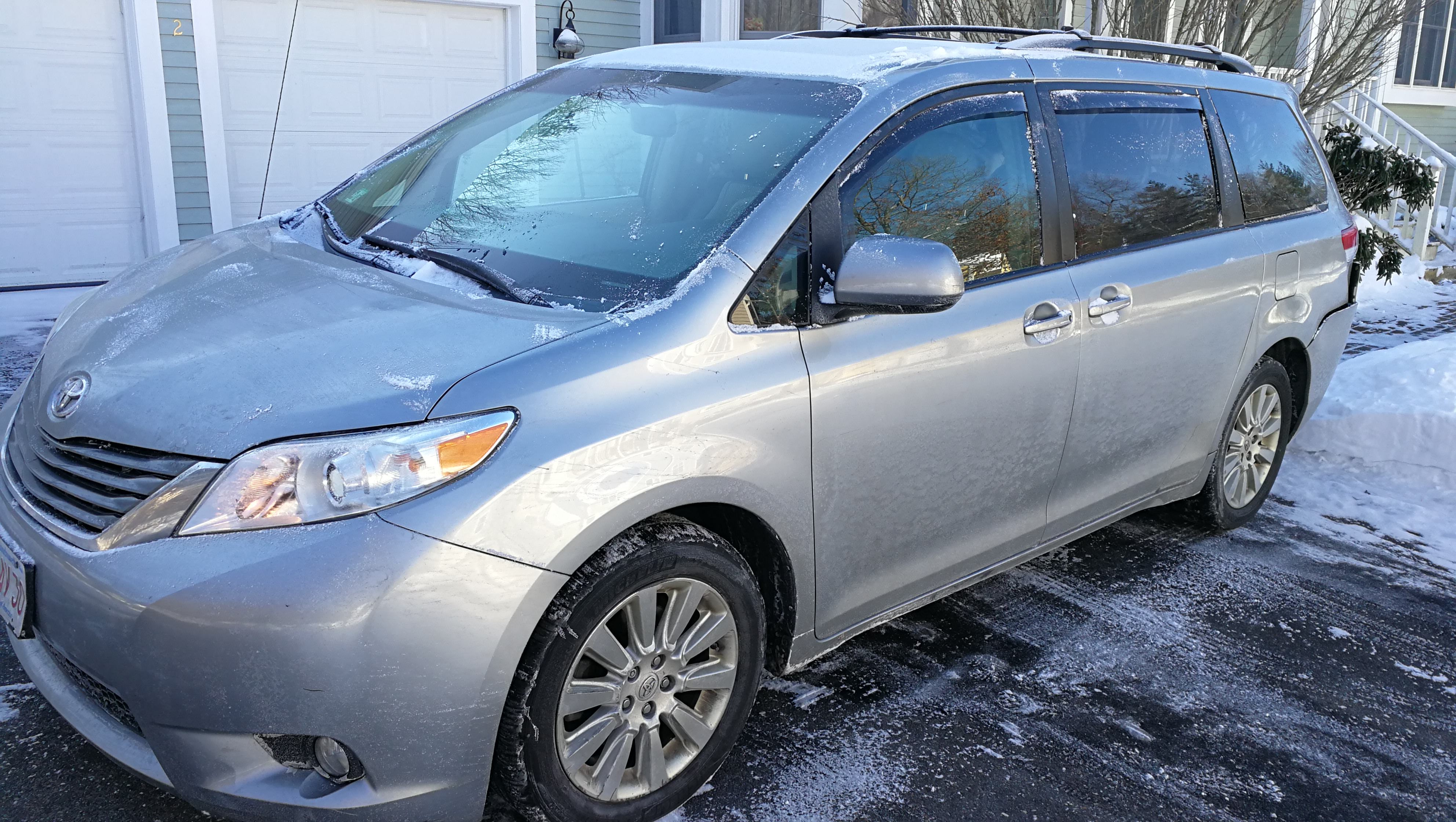 Junk 2014 Toyota Sienna in Acton