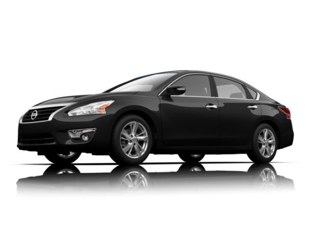 Junk 2015 Nissan Altima in North Hollywood